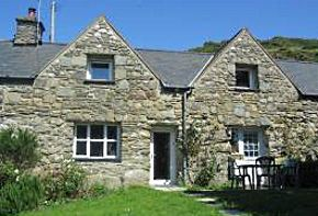 https://rola-cottages.co.uk/uploads/images/Llonydd-cottage.jpg
